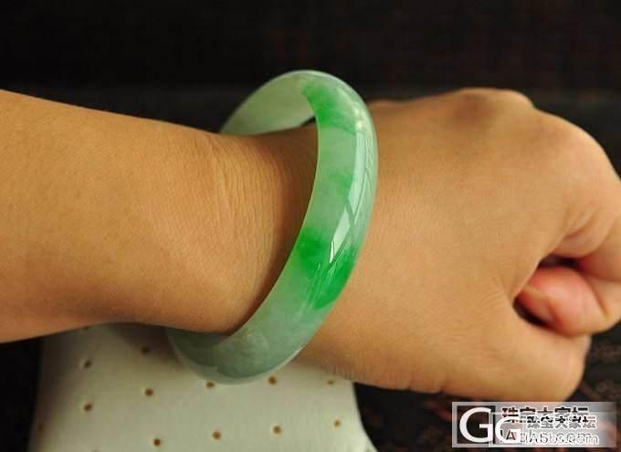 【双儿翡翠】一款飘绿出彩正装圆镯_手镯翡翠双儿翡翠