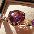 紫色的。。。戒指耳钉